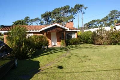 Casa en venta y alquiler temporario Cantegril 2 dormitorios
