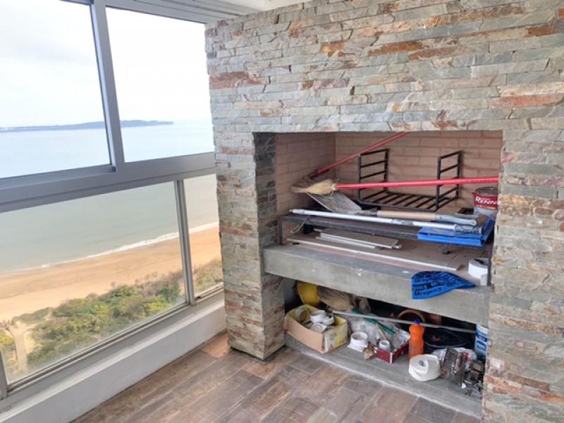 Apartamento ID.1960 - Penthouse único, todo reciclado, 4 dorm y dependencia. Hogar a leña y parrillero propio.