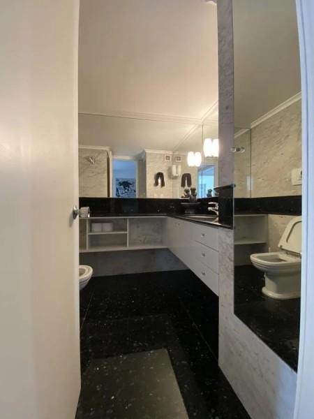 Apartamento ID.3065 - Oportunidad en primera fila, 227 m2 propios + terraza, 2 garajes