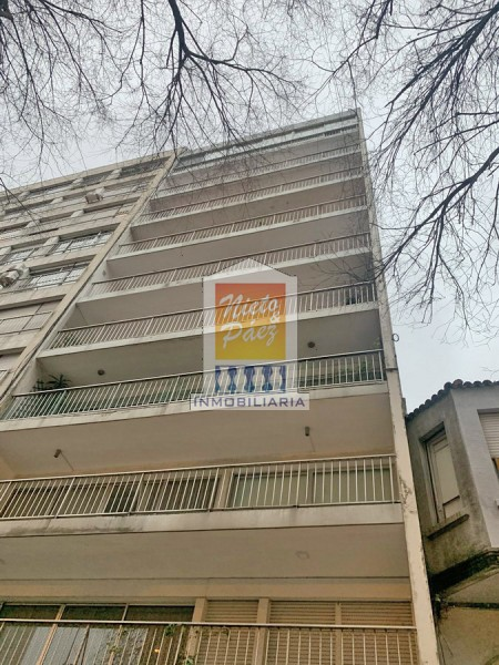 Apartamento ID.37645 - Penthouse RECICLADO, sobre Boulevard España a una cuadra de la rambla.