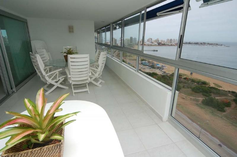 Apartamento ID.2569 - Primera fila en playa mansa. Único.