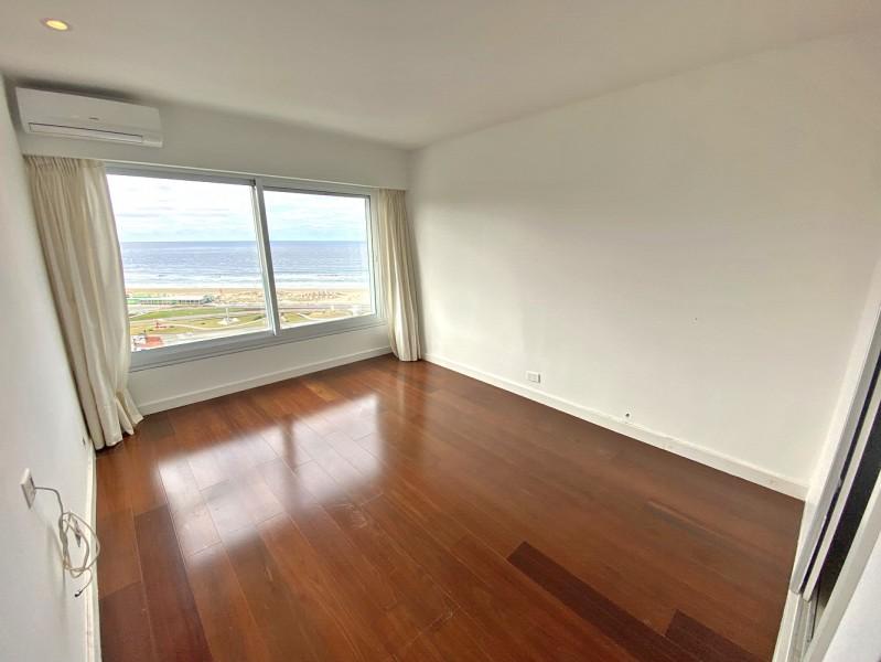Apartamento ID.7213 - Oportunidad, semipiso reciclado a full! 3 garajes! Domótica. Financiación directa