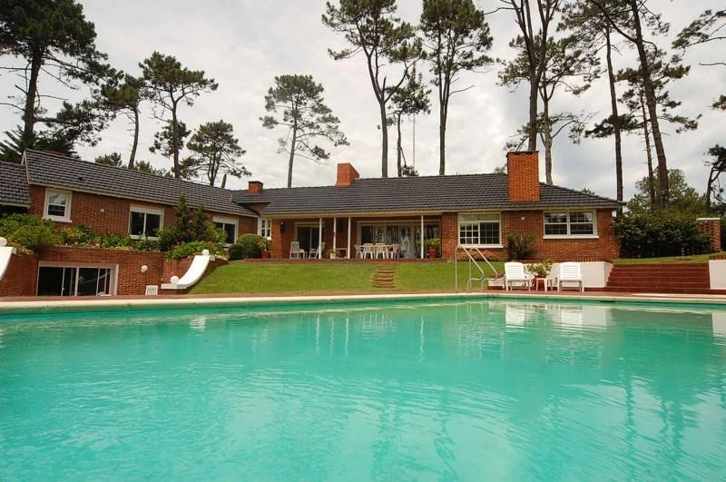Casa ID.30384 - Espectacular residencia en Cantegril. Muchos m2 construidos!