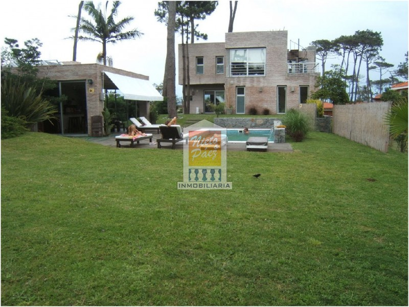 Casa ID.33352 - Rebajada! Moderna, a pasos del mar, piscina, losa radiante.