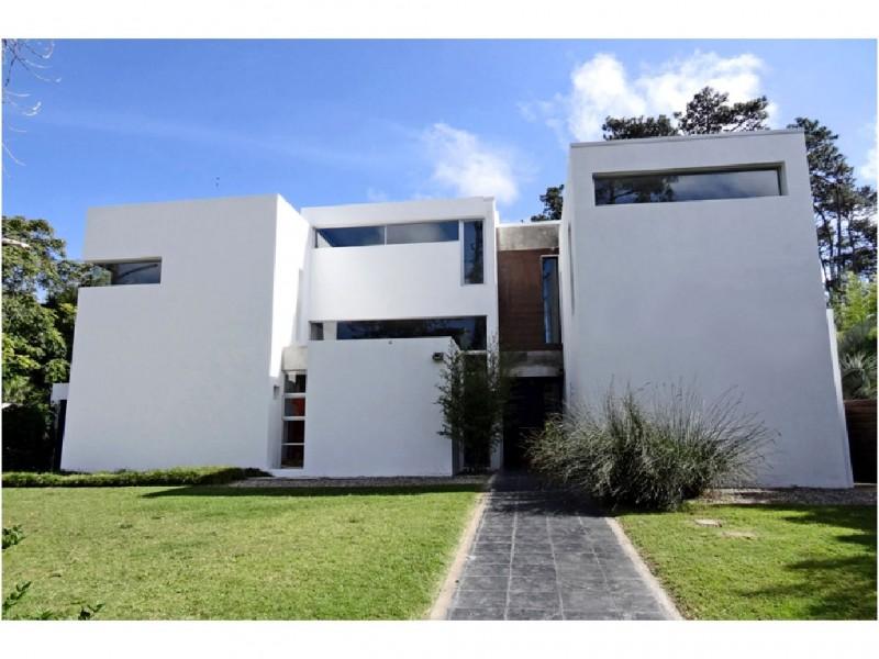 Casa ID.33905 - Espectacular casa minimalista. 3 garajes
