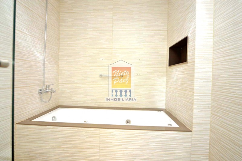 Casa ID.34527 - Playa Mansa, Barrio Privado, de lujo. A estrenar