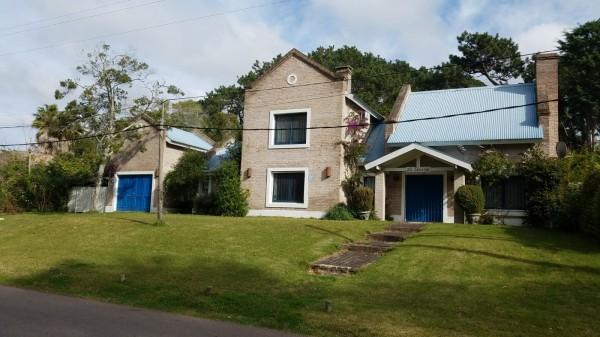 Casa Venta o Alquiler en Punta del Este Brava de 4 Dormitorios