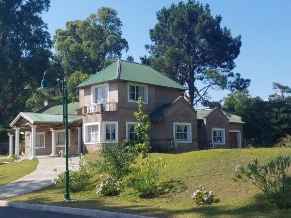 Casa Venta o Alquiler en Punta del Este La Arbolada de 4 Dormitorios