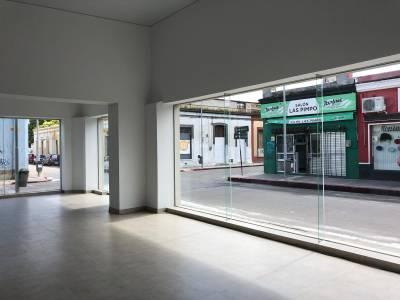 Alquiler Anual y Venta de Local Comercial, Centro, Maldonado.