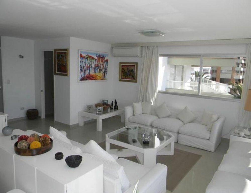 Apartamento ID.144 - EN VENTA APARTAMENTO 4 DORMITORIOS Y DEPENDENCIA