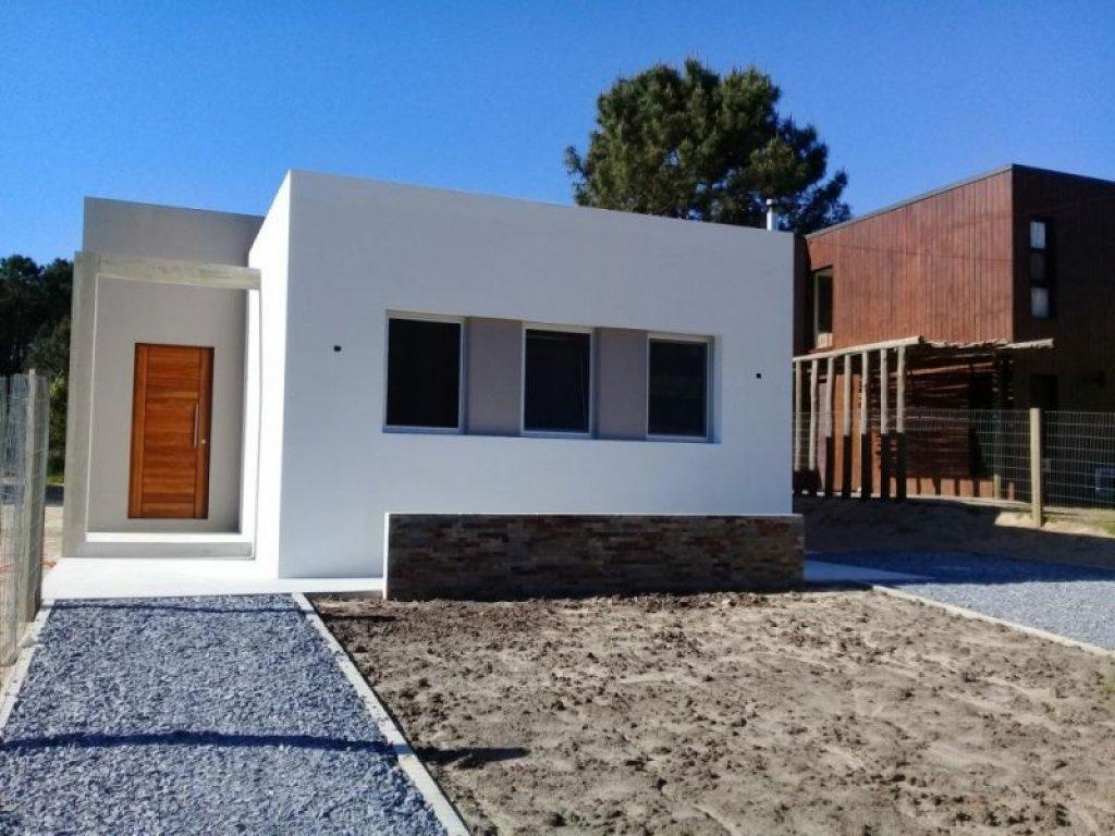 Casa ID.723 - CASA EN VENTA 2 DORMITORIOS PARQUE BURNETT