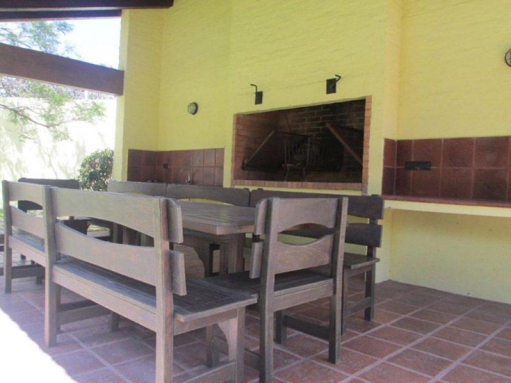 Casa ID.752 - EN VENTA CASA BEVERLY HILLS 4 DORMITORIOS