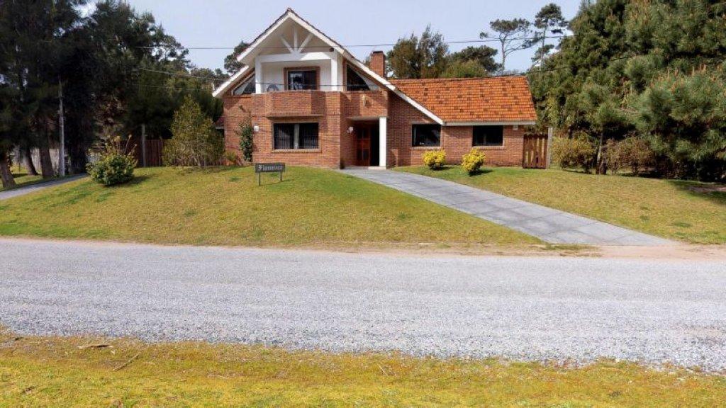 Casa ID.757 - CASA EN VENTA SAN RAFAEL 4 DORMITORIOS