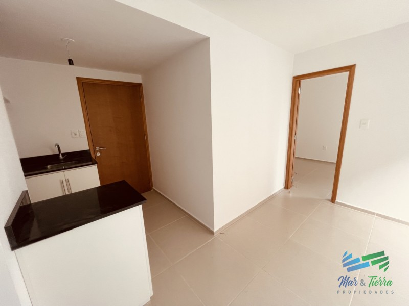 Vendo apartamento 1 dormitorio con parrillero propio, zona Shopping Punta del Este