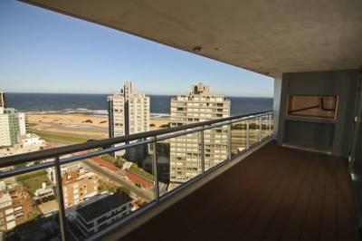 Vista panorámica a Playa Mansa y Playa Brava