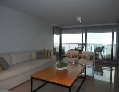 Apartamento en Edificio de alta gama con terrazas a playa mansa y brava.