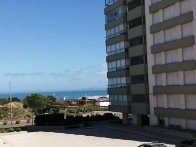 Apartamento en Edificio frente al mar.