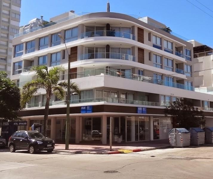 Vendo apartamento de 2 dormitorios y 2 baños en Península, Punta del Este