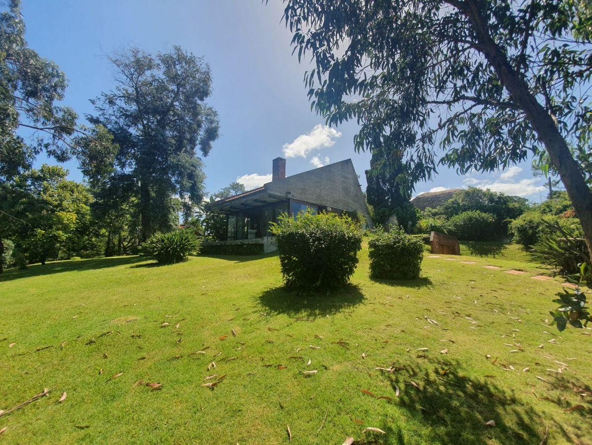 espectacular casa con jardín a la venta - ndm3876c