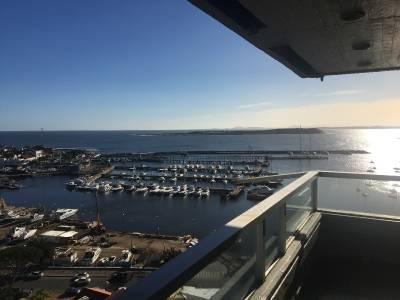 Excelente apartamento con vista al mar en península