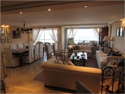Venta de apartamento de 3 dormitorios y dep. de servicio en Punta del Este.