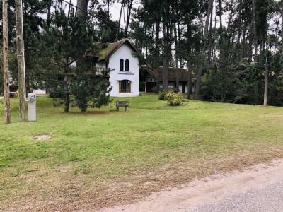 Casa en Pinares, Punta del este sobre lote de 1258 metros