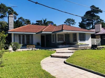 Hermosa Casa Principal con casa de Huspedes Punta del Este