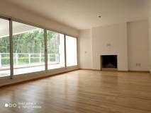 Se alquila apartamento en complejo de primer nivel con todos los servicios