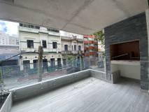 Apartamento con patio y parrillero