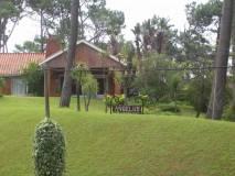 Casa a la venta a 4 cuadras de la playa mansa, en preciosa zona con gran terreno de 3.500 m2