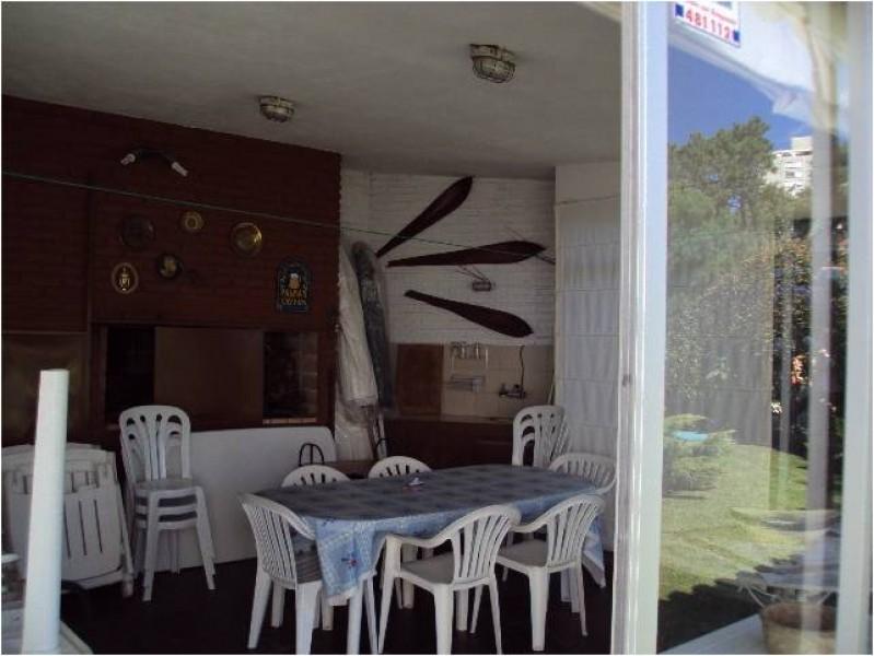 Casa ID.211810 - CONFORTABLE Y DIVINA CASA PARA VIVIR TODO EL AÑO , BARBACOA, PISCINA , CUENTA CON 1200 M2 DE TERRENO Y 220 CONSTRUIDOS, ZONA DE CANTEGRIL