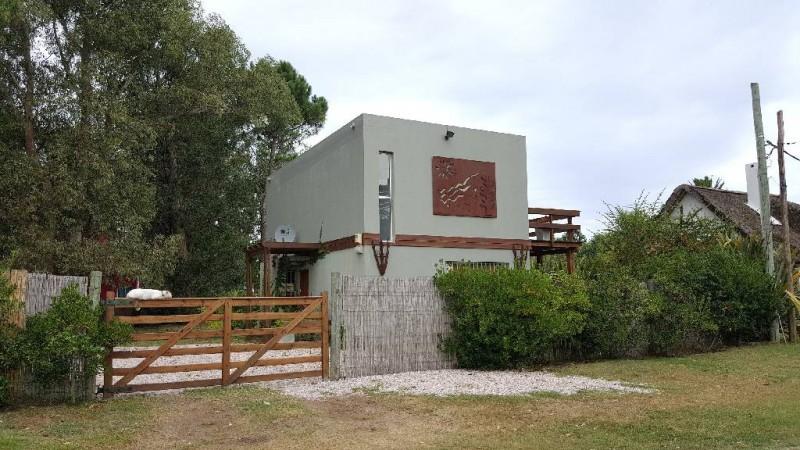 Casa ID.211037 - Muy linda casa a una cuadra de la laguna