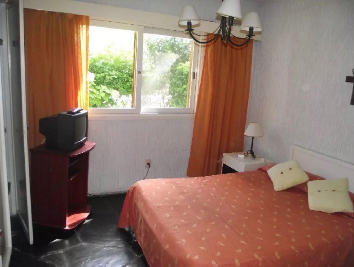Apartamento ID.297115 - Departamento en planta baja con parrillero y estufa a leña.
