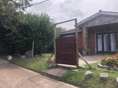 BARRIO IPORA CASA DE 2 DORMITORIOS