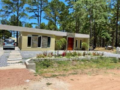 oportunidad unica , casa a estrenar 5 dormitorios 3 baños, construccion solida en barrio chacras del pinar