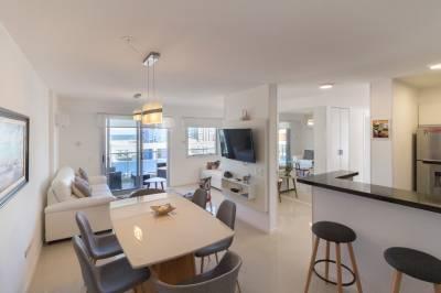 Apartamento en venta y Alquiler en  Punta del Este, a metros  de playa Brava!! Piso alto con muy linda vista