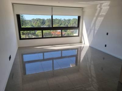 Apartamento en Venta en  Punta del Este, zona Roosevelt a Estrenar!! con servicios