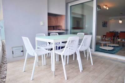 Apartamento en venta con terraza y parrillero propio en Brava - Punta del Este