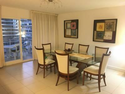Venta Apartamento en excelente estado de 3 dormitorios con vista a Mansa y Brava