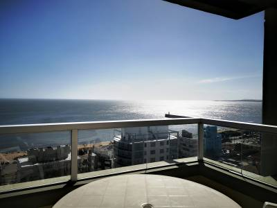 Venta de Apartamento en Punta del Este, Mansa, Edificio frente al mar, con muy linda vista