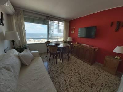 Venta y Alquiler anual de apartamento en Punta del Este, zona Península, a pasos de Gorlero.