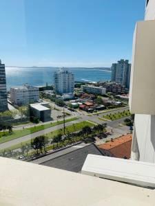 Venta de apartamento de 3 dormitorios en Punta del Este, zona playa Brava - Reciclado!