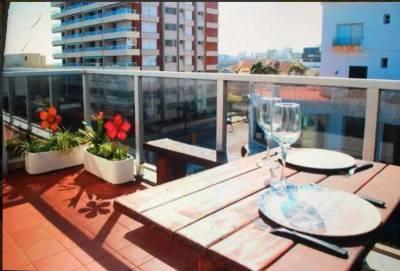 Apartamento de 1 dormitorio en Punta del Este, península, terraza vista parcial al mar