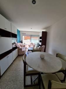 Apartamento en venta en Punta del Este, piso bajo en torre en Peninsula, 1 y medio dormitorio con cochera, U$S 120000, a menos de 100 mts playa brava
