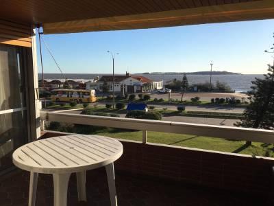 Apartamento en Venta. Punta del Este, primera linea de playa Mansa, a pasos de Enjoy ( Conrad )