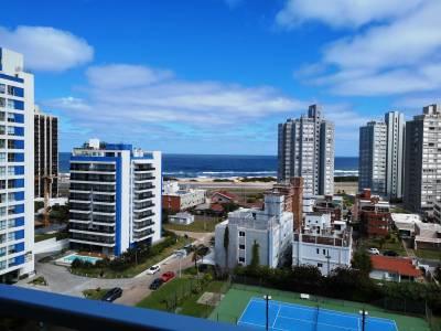 Venta de apartamento en Punta del Este, zona de playa brava