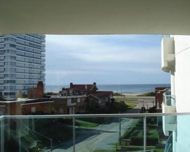 Venta de apartamento en Punta del Este, zona playa brava