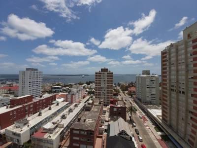 Apartamento en Venta y Alquiler en Punta del Este, Península, Céntrico, piso alto con muy linda vista despejada