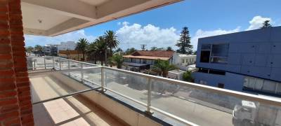 Apartamento en alquiler anual de 1 dormitorio y medio con cochera en Peninsula - Punta del Este