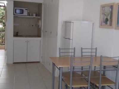 Apartamento en Punta del Este, Mansa a pocas cuadras del mar, complejo con servicios, piscina, muy luminoso